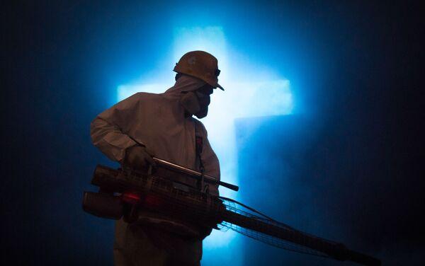 Limpieza sanitaria por el avance del Covid-19 en la icónica catedral de sal de Zipaquirá, una mina con catedral adentro. Zipaquirá, Colombia.  - Sputnik Mundo