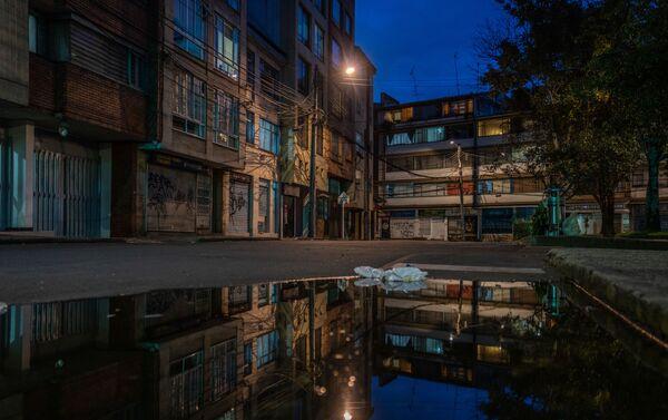 Vacío, soledad y silencio en las calles de Bogotá, Colombia.  - Sputnik Mundo