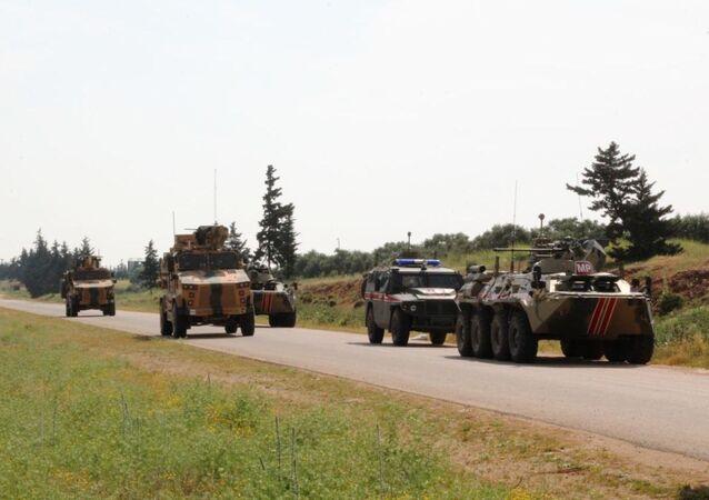 Rusia y Turquía patrullan conjuntamente un carretera en Siria (archivo)