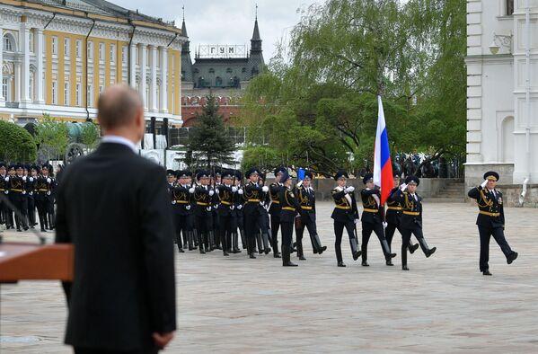 El presidente ruso, Vladímir Putin, durante el desfile del Regimiento del Kremlin dedicado al Día de la Victoria. - Sputnik Mundo