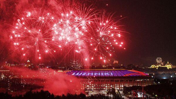 Los juegos artificiales por el Día de la Victoria en Moscú - Sputnik Mundo