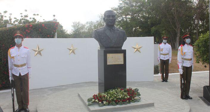Un monumento dedicado al general de Ejército ruso Issa Alexandrovich Plíyev