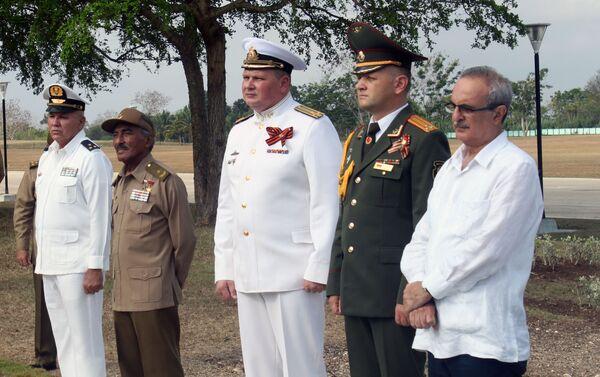 Militares rusos y cubanos durante la conmemoración Día de la Victoria en Cuba - Sputnik Mundo