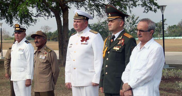 Militares rusos y cubanos durante la conmemoración Día de la Victoria en Cuba