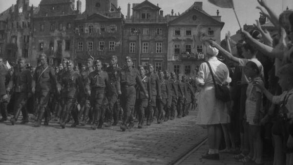 Soldados soviéticos en Praga - Sputnik Mundo