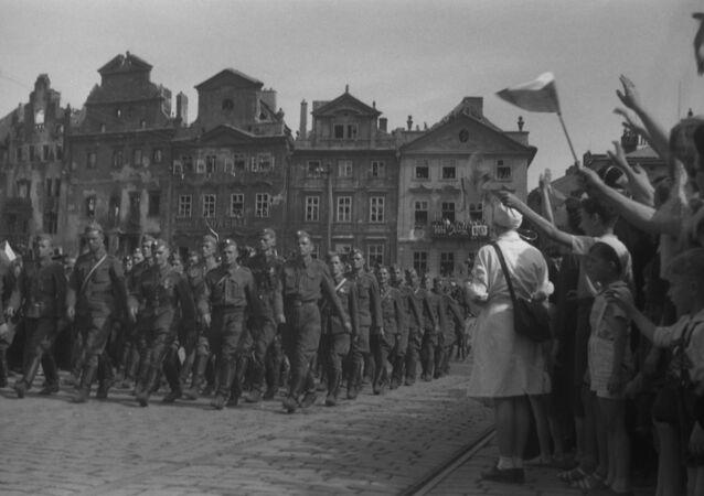 Soldados soviéticos en Praga