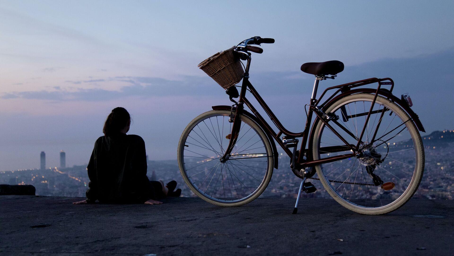 Una chica con bicicleta (imagen referencial) - Sputnik Mundo, 1920, 11.05.2020