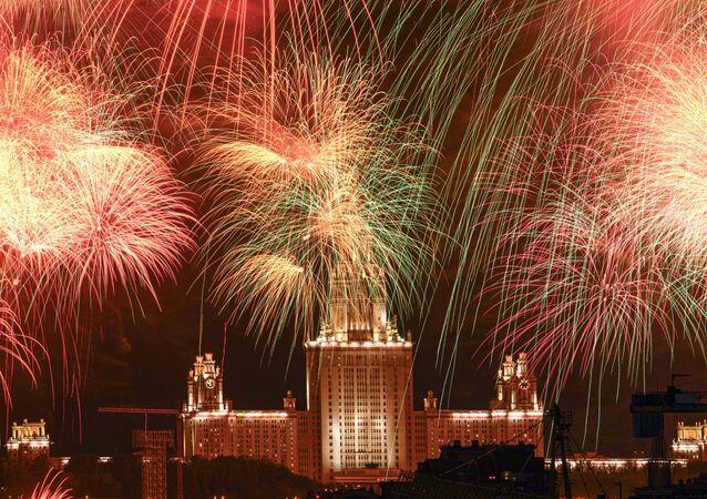 El cielo de Moscú estalla en colores para conmemorar los 75 años de la victoria del Ejército Rojo
