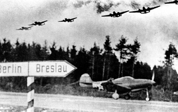 La autopista Berlín-Breslau desde la cual los pilotos de la división de Pokrishkin hicieron despegar sus aeronaves durante el combate por la capital alemana. - Sputnik Mundo