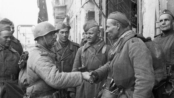 Militares soviéticos en Berlín, 1945 - Sputnik Mundo