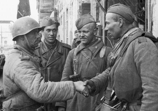 Militares soviéticos en Berlín, 1945