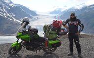 El MotoNauta en la frontera entre Canadá y Estados Unidos, en el Salmon Glacier