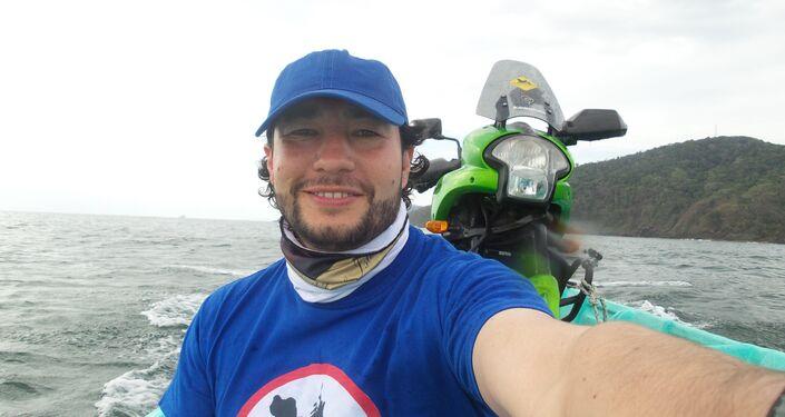 El MotoNauta en bote de Colombia a Panamá, a través de las 365 islas de San Blas para sortear el Tapón del Darién