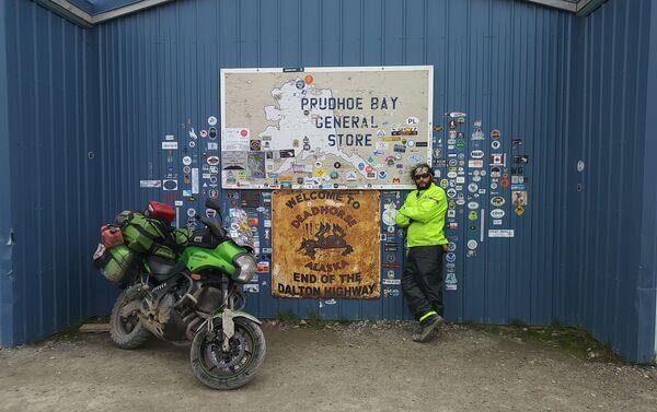 El MotoNauta en el Campamento Dead Horse en Prudhoe Bay (el Everest de los motociclistas de aventura) a orillas del océano Ártico - Sputnik Mundo