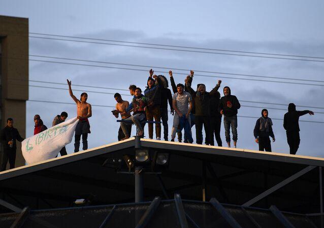 Inmigrantes detenidos en un Centro de Internamiento para Extranjeros