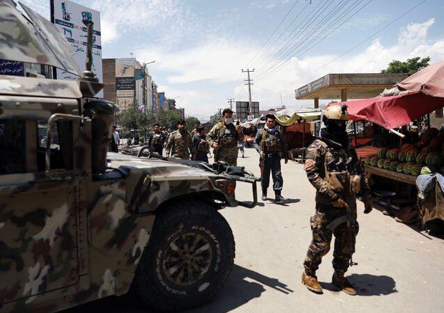 Las Fuerzas de Seguridad de Afganistán en el lugar del ataque en Kabul