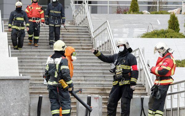 Bomberos en el lugar del incendio en el Hospital de San Jorge - Sputnik Mundo