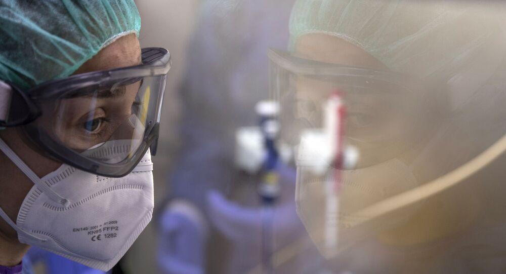 Enfermera en Unidad de Cuidados Intensivos en Madrid