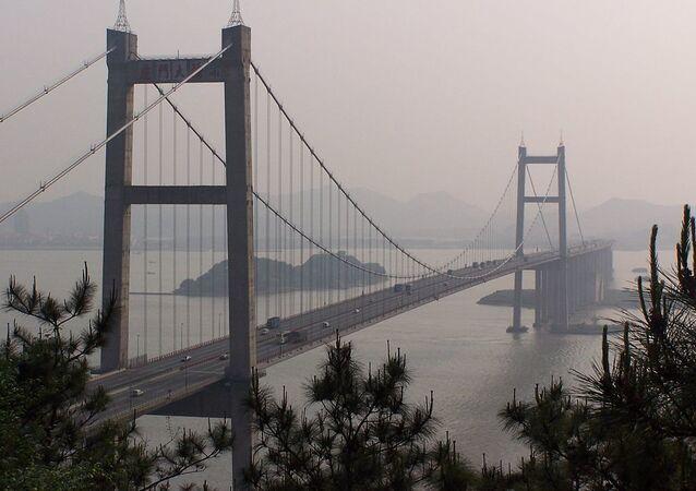 El puente sobre el río Humen en China