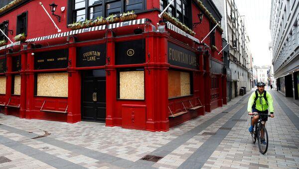 Un pub cerrado  - Sputnik Mundo