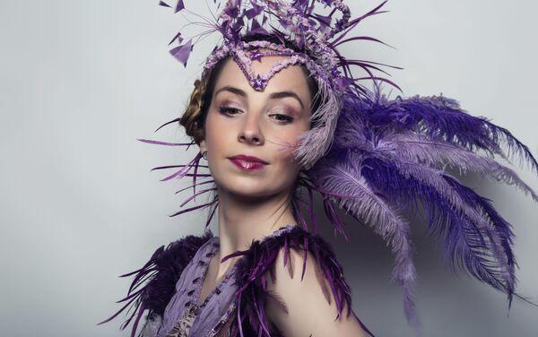 Ester G. Callejón además de bailarina profesional es actriz, pintora y escritora - Sputnik Mundo