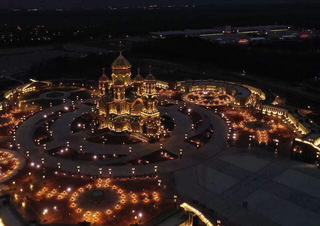 Dos años de construcción de la catedral de las Fuerzas Armadas de Rusia, en cuatro minutos