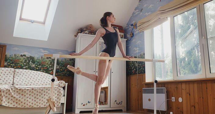 La bailarina Aliona Kovaliova, fotografiada por Darián Vólkova