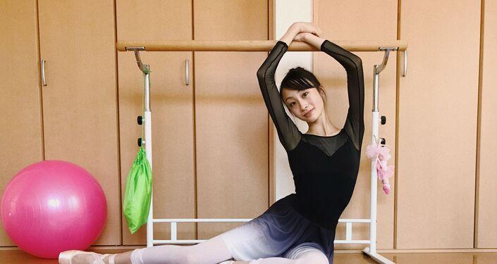 La bailarina May Nagahisa, fotografiada por Darián Vólkova