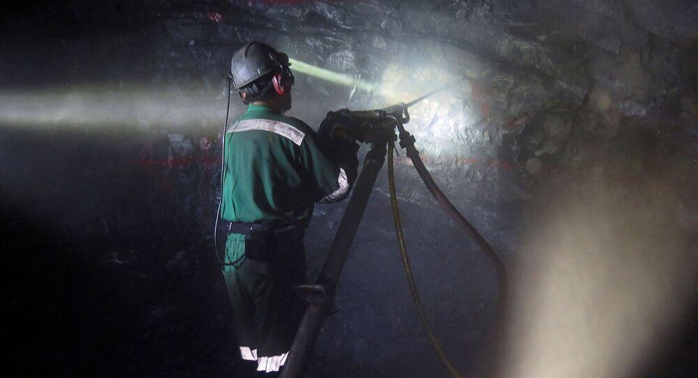 Trabajador de una minería (imágen referencial)