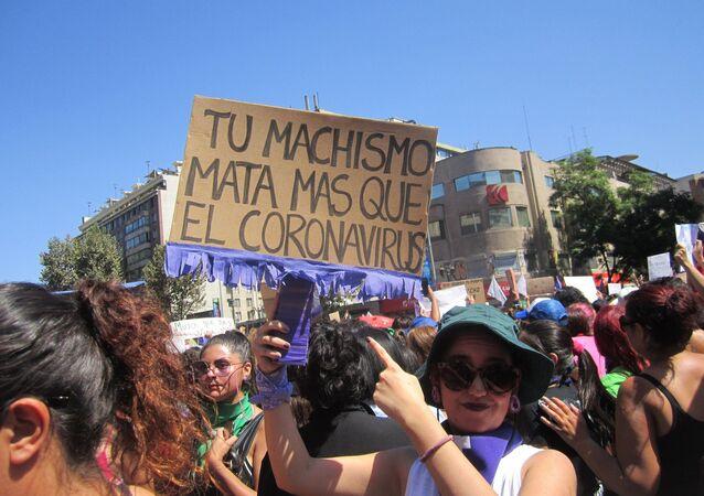 Manifestante contra la violencia de género
