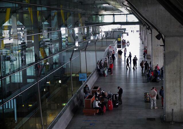 Vista de la puerta de la Terminal 4 del aeropuerto de Madrid-Barajas Adolfo Suárez