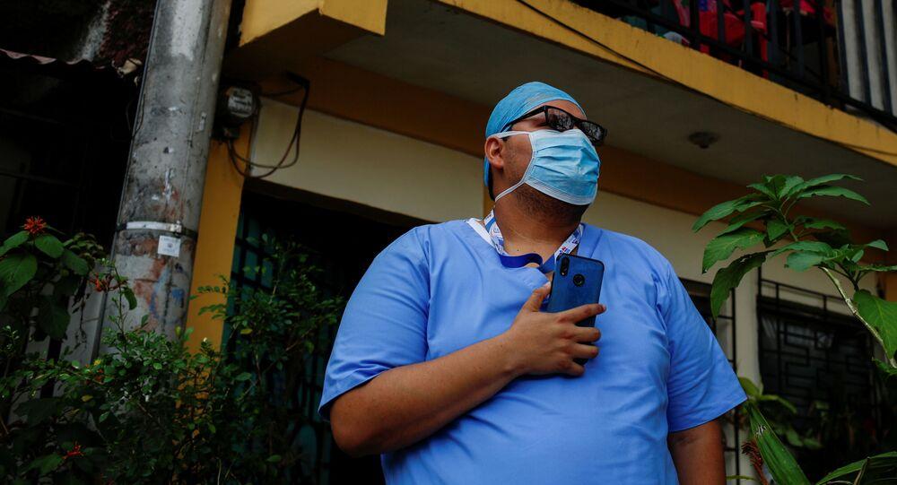 Un médico en El Salvador