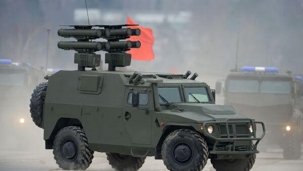 Sistema de misiles Kornet montado sobre un vehículo blindado Tigr - Sputnik Mundo