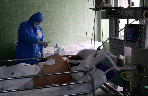 La lucha que no para: la sección anti-COVID-19 de un hospital  de Moscú desde dentro - Sputnik Mundo