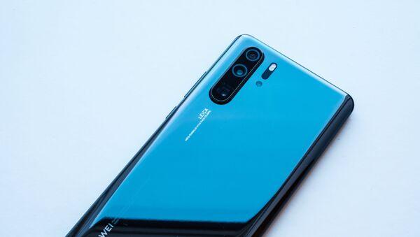 El teléfono  Huawei P30 Pro - Sputnik Mundo