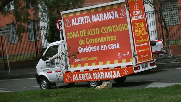 Una furgoneta con un mensaje de las autoridades en Bogotá, Colombia - Sputnik Mundo
