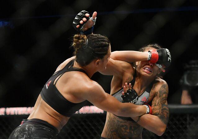 Las luchadoras de peso mosca Cortney Casey, de EEUU, y Mara Romero Borella, de Italia