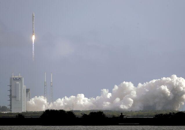 Lanzamiento del cohete portador Atlas V con el avión espacial X-37B