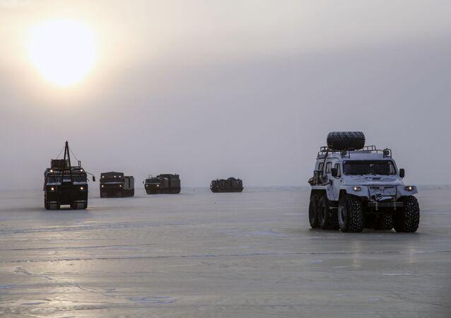 Equipos militares rusos durante pruebas en el Ártico
