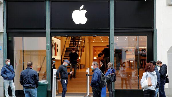 Reapertura de la tienda de Apple tras la cuarentena por el brote de coronavirus en Suiza - Sputnik Mundo