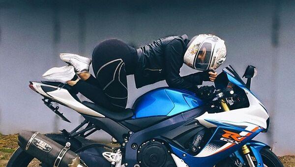 Angelina, aficionada al motociclismo  - Sputnik Mundo