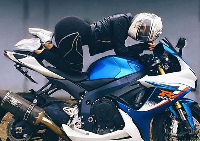 Angelina, aficionada al motociclismo