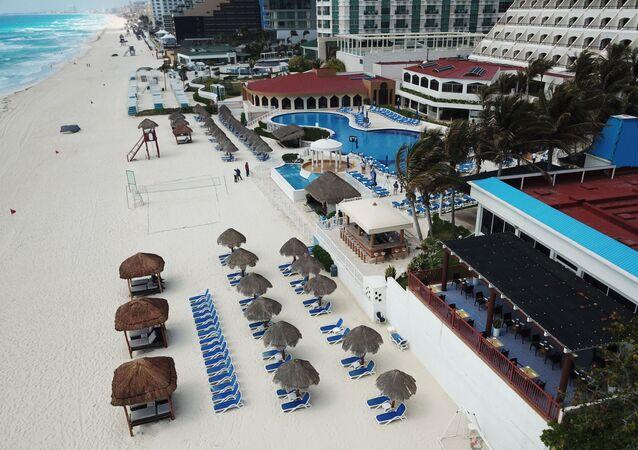 Playas vacías y hoteles sin clientes en Quintana Roo, México