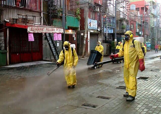 La Villa 31 de Buenos Aires organiza su propia 'brigada de desinfección'