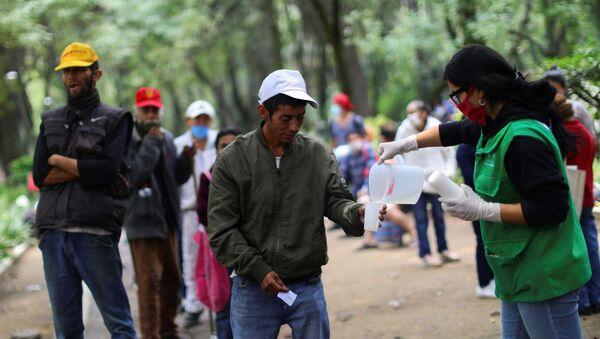Filas para recibir comida en México - Sputnik Mundo