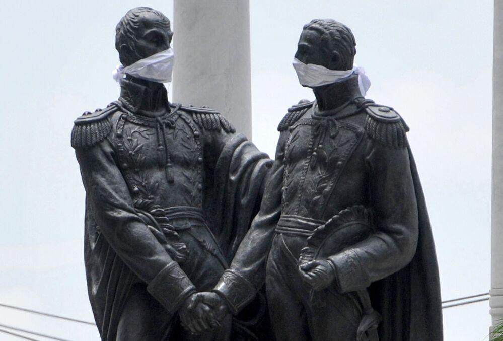 Monumento a Simón Bolívar y José de San Martín, Ecuador.