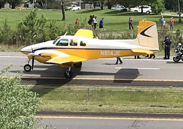 El aterrizaje forzoso de una avioneta en la autopista I-470