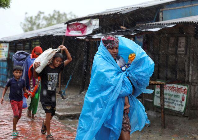 La India y Bangladesh están evacuando a más de siete millones de personas de las zonas bajas mientras un monstruoso ciclón se acerca a la bahía de Bengala. Es probable que el ciclón Amphan golpee a los países en categoría de tormenta ciclónica extremadamente severa, con vientos de más de 180 km por hora