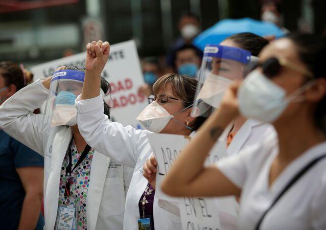 Protesta del personal médico de Hospital de la Mujer en Ciudad Juárez que atiende los pacientes de COVID-19 durante la pandemia
