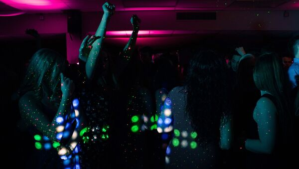 Fiesta. Mujeres. Imagen referencial - Sputnik Mundo